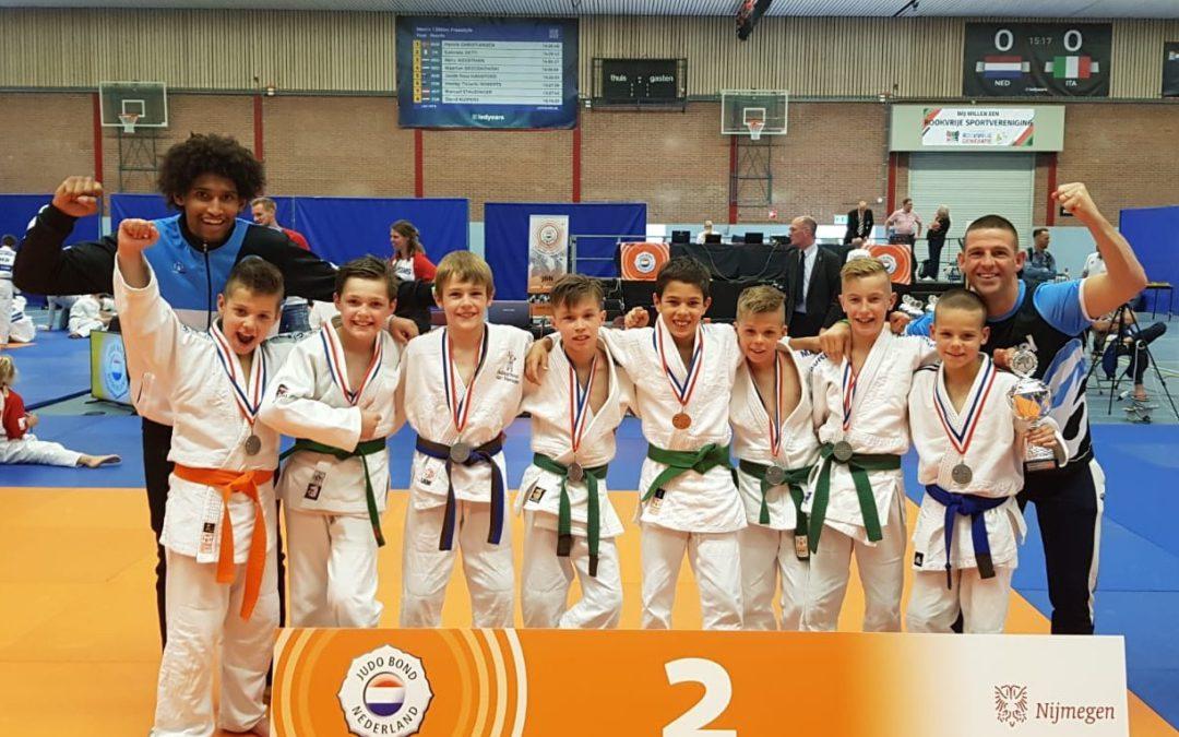 NK zilver voor jongensteam Van Buel Sports